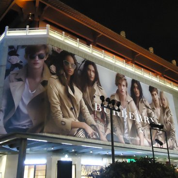 Large Format Outdoor Media : Burberry